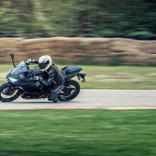2019  Kawasaki Ninja 400 ABS Gallery Image 3