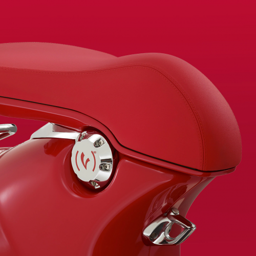2019 Vespa (946) RED Gallery Image 3
