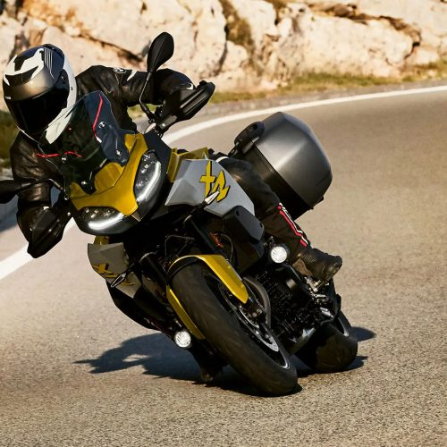2021 BMW F 900 XR Gallery Image 1