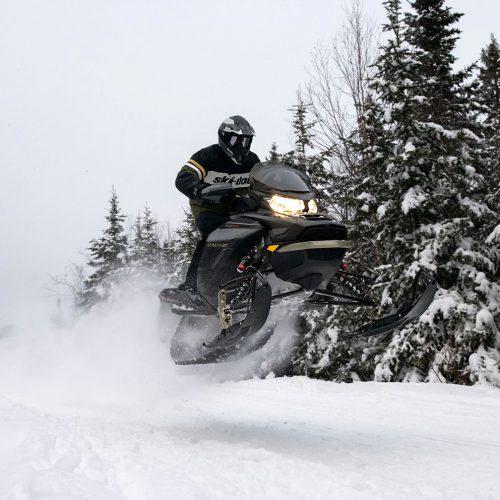 2022 Ski-Doo Mach Z Gallery Image 2